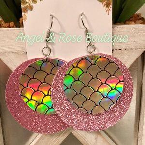 🧜🏻♀️Mermaid🧜🏻♀️ Pink Shimmery Earrings